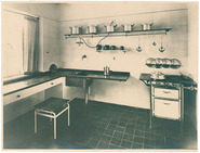 Weissenhofsiedlung: photograph of a kitchen